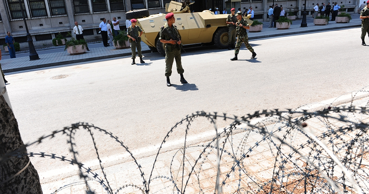 Tunisian soldiers stand guard in front of the Interior Ministry during a rally in front to protest at the lack of political reforms since the overthrow of president Zine al-Abidine Ben Ali in January, on August 15, 2011 in Tunis.</p>