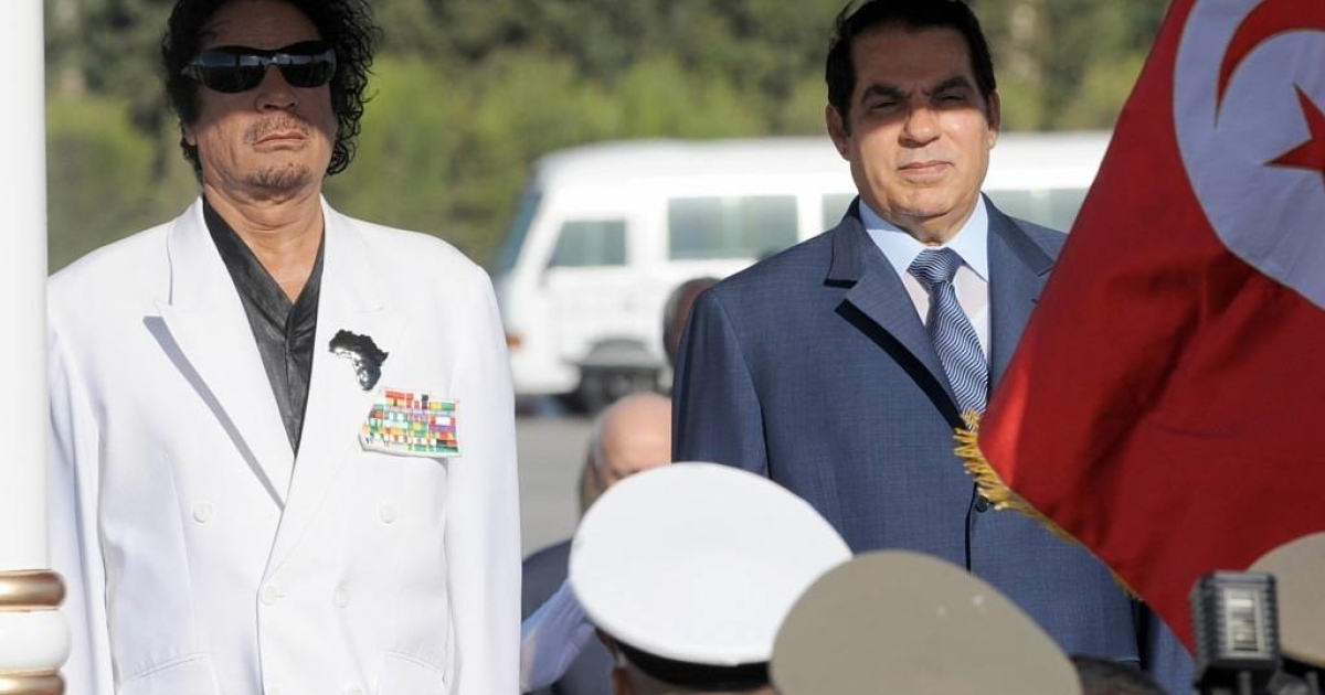 Former Tunisian president Zine Al Abidine Ben Ali stands with Libyan leader Moamer Kadhafi upon his arrive on August 03, 2008 in Tunis.</p>
