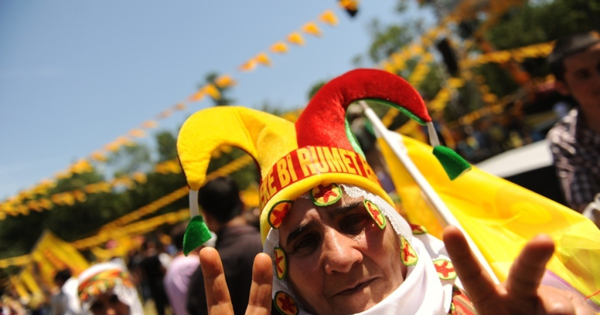 A Kurdish supporter of the Labor, Freedom and Democracy Platform flashes a peace sign during an election rally in Istanbul on June 5, 2011.</p>