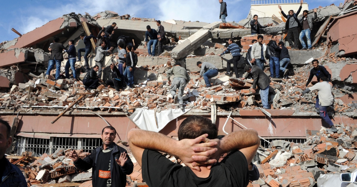 Residents of Tabanli village in the Van Province in eastern Turkey rush to rescue survivors of a a 7.2-magnitude earthquake on Oct. 23, 2011.</p>