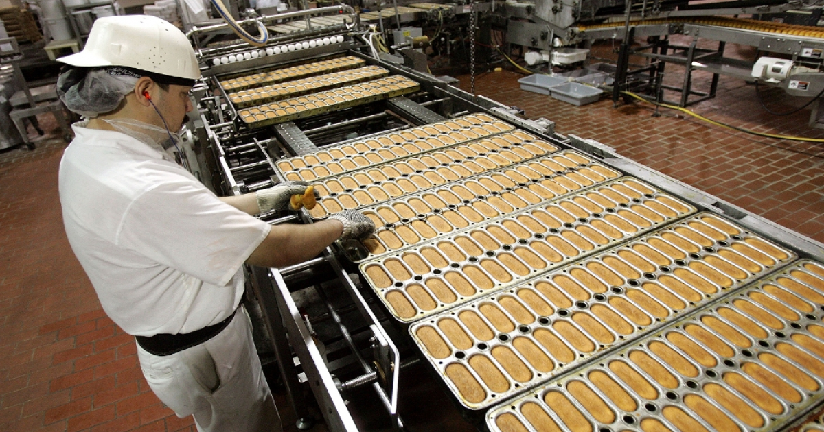 In better times before the bankruptcy, a worker checks Hostess Twinkies as move through production in their trays prior to cream injection at the Interstate Bakeries Corporation facility April 20, 2005 in Schiller Park, Illinois.</p>