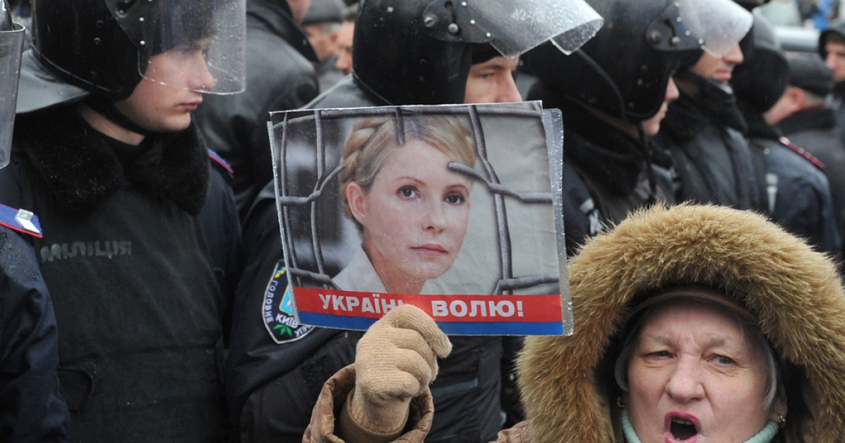 A supporter of Ukraine's former Prime Minister Yulia Tymoshenko holds a picture of the opposition leader during a rally held outside Kiev's courthouse on December 20, 2011. The European Union warned Ukraine on December 19 that the jailing of ex-prime minister Yulia Tymoshenko had stalled the signing of an agreement taking Kiev a step closer to membership of the bloc. AFP PHOTO/ SERGEI SUPINSKY</p>