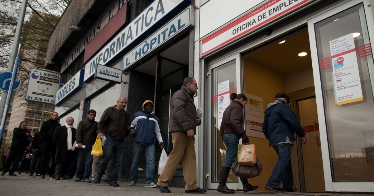 People line up to enter a government employment office as it opens on December 4, 2012 in Madrid, Spain. Current unenployment rate in Spain is at 26 percent.</p>