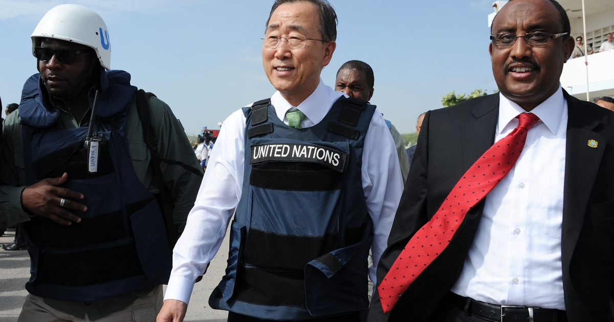 UN Secretary General, Ban Ki-moon (C) walks with Somali prime minister Abdiweli Mohamed Ali (R) after his arrival at Mogadishu's Adan Abulle airport in December, 2011.</p>
