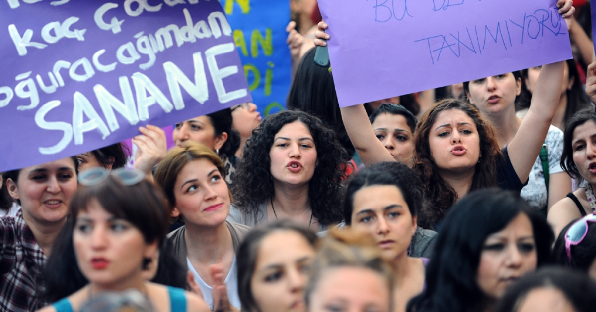 Turkish women hold placards and chant slogans as they protest against the government's plan to reduce the time limit for abortions, on June 8, 2012, in Istanbul.</p>