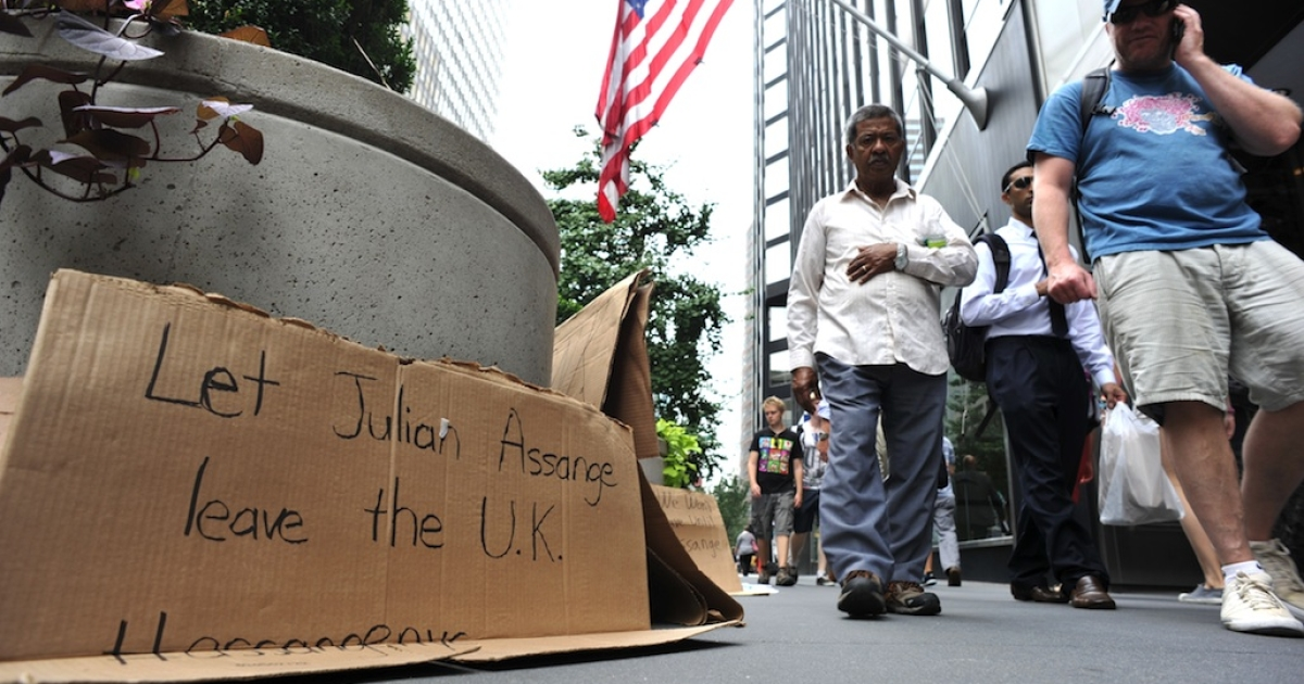 A sign placed by supporters of WikiLeaks founder Julian Assange stands outside the British Consulate in New York on August 20, 2012.</p>