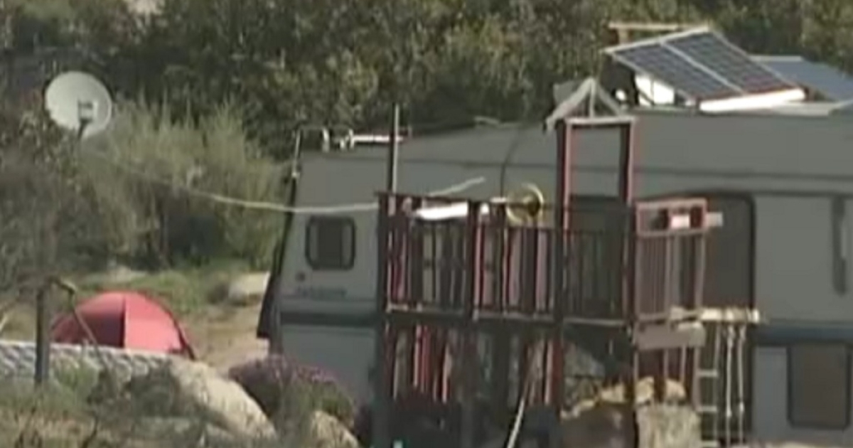 Shot of the mobile home in Potrero, California, where a woman was killed when he boyfriend accidentally fired a homemade cannon.</p>