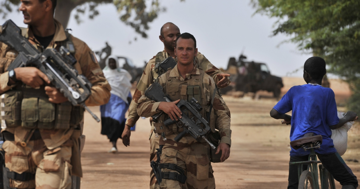 A French soldier deployed in Diabaly patrol on January 22, 2013. The EU executive Tuesday announced 20 million euros of extra humanitarian aid to help tens of thousands of Malians fleeing fighting in the nation's north and centre, its second such donation in as many months.</p>