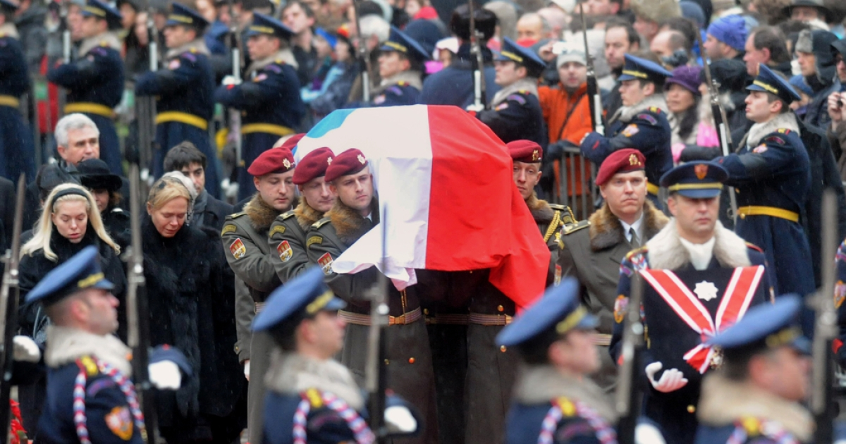 Draped in the Czech flag, Vaclav Havel's coffin is carried into Prague Castle on December 21, 2011, followed by his widow Dagmar, his daughter Nina, and a crowd of an estimated 10,000 people.</p>