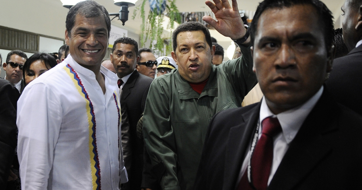 Ecuadorean President Rafael Correa (L) and his Venezuelan counterpart Hugo Chavez (C) wave in Salinas, Ecuador.</p>