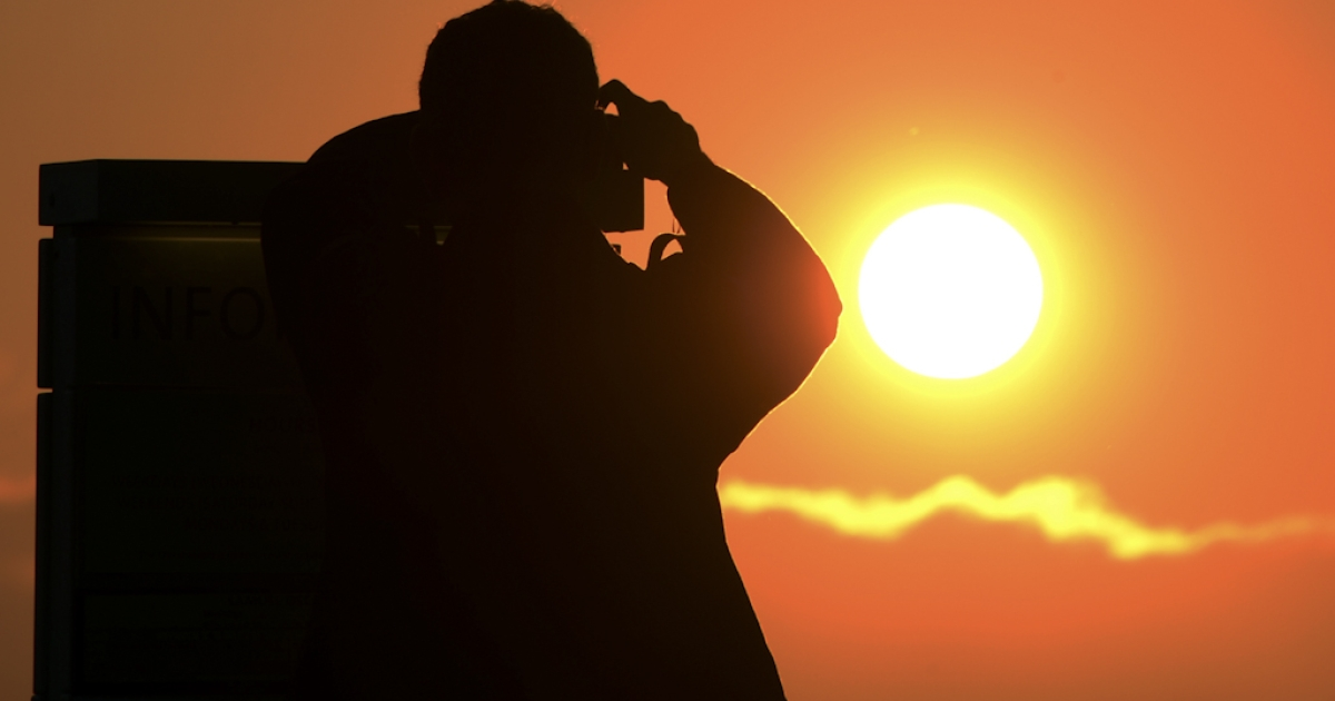 A man prepares to press the shutter on his camera as he takes a picture of the sunset from The Griffith Observatory in Los Angeles, California June 4, 2012. June 5 will be the first time since 1882 that the Transit of Venus in front of the sun will be seen in the western United States. Since the telescope's invention the Transit of Venus has only been viewable anywhere in the world in the years 1631, 1639, 1761, 1769, 1874, 1882 and 2004, according to NASA's Fred Espenak.</p>
