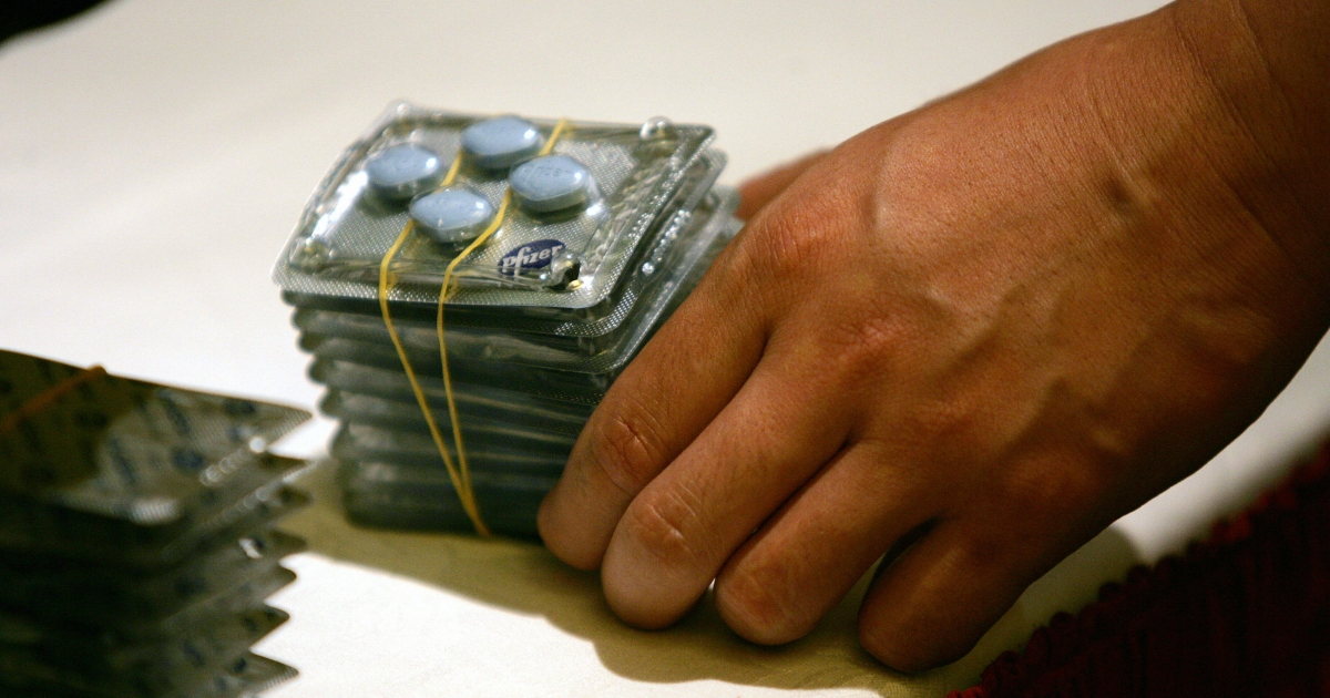 A police officer shows fake Viagra that was seized in raids at a press conference in Beijing in September 2005.</p>