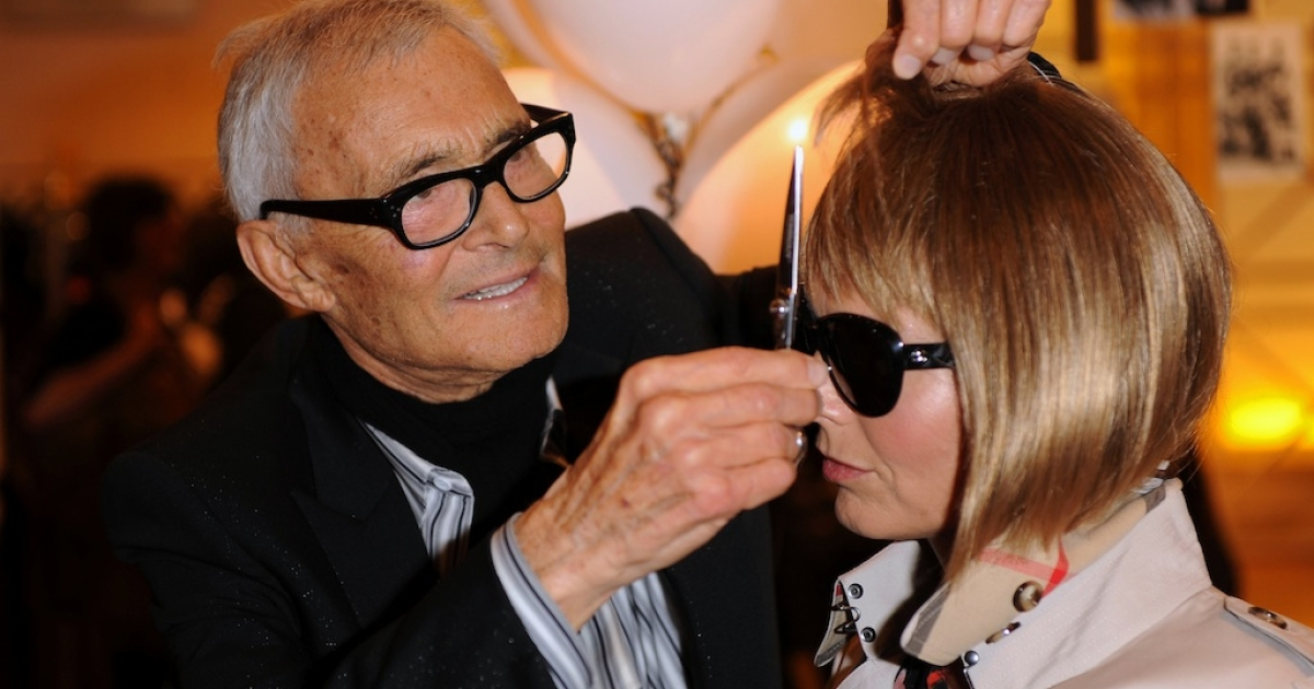 Vidal Sassoon attends his autobiography signing with an Anna Wintour-lookalike at Selfridges department store on September 8, 2010 in London.</p>