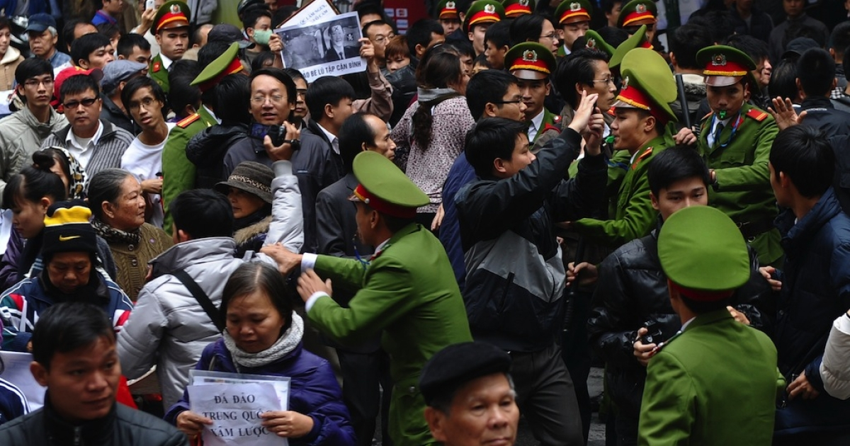 Police disperse protesters during an anti-China rally in downtown Hanoi on December 9, 2012.</p>