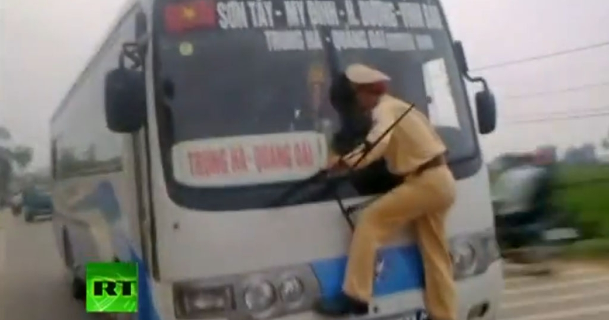 Lt. Nguyen Manh Phan's grabbed the front of this moving bus after the driver refused to provide papers after getting caught driving in the wrong lane.</p>