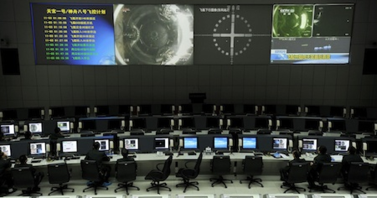 Chinese scientists monitor the docking of the Tiangong-1 space lab module and the Shenzhou VIII spacecraft at the Jiuquan Satellite Launch Centre in the northwestern province of Gansu.</p>