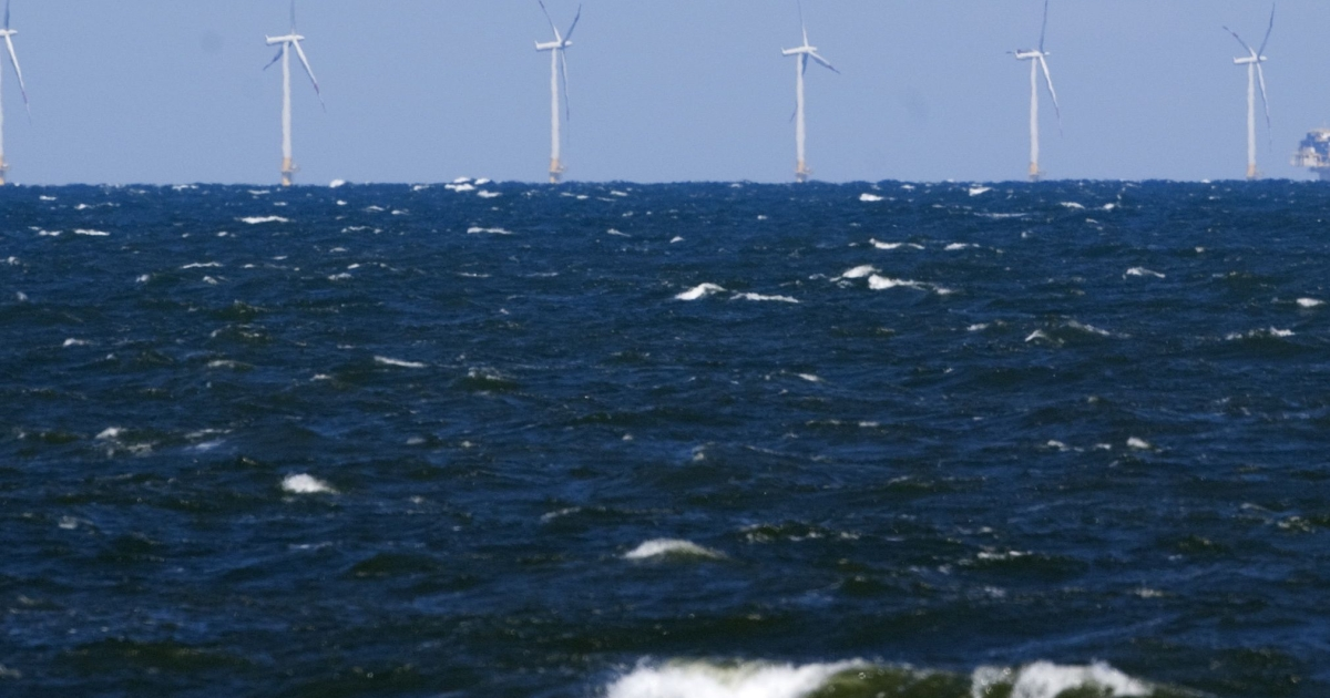 The UK is investing $52 billion in a push to expand sea-based energy generation more than 10-fold by the end of the decade.</p>