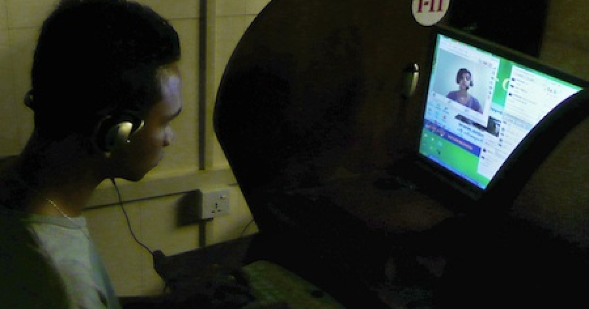 This picture taken on August 23, 2010 shows a Myanmar (Burmese) man chatting online at an Internet cafe in Yangon.</p>