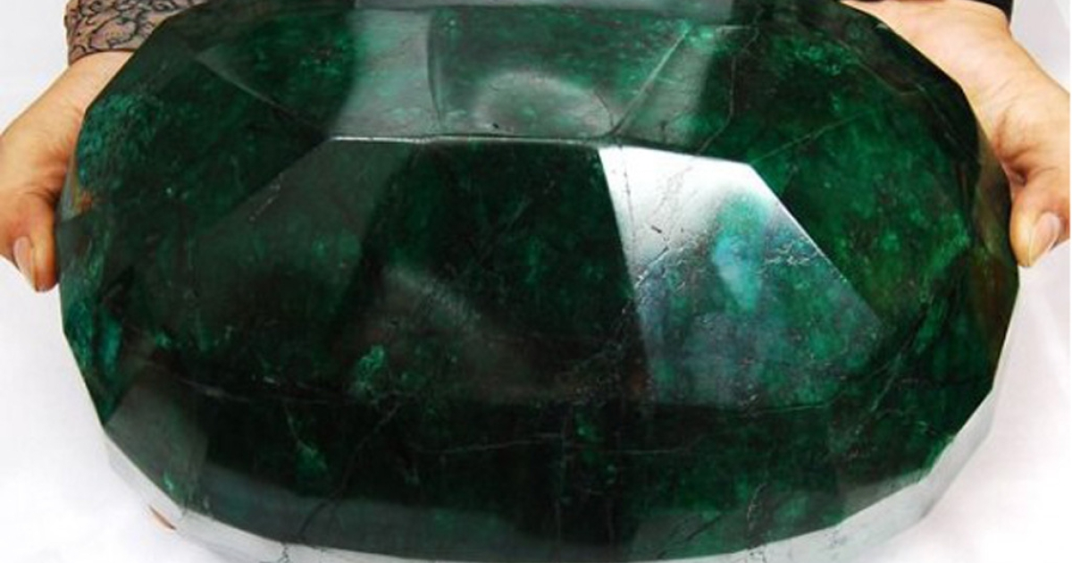 The world's biggest cut emerald weighs 25 pounds and is valued at $1.15 million. It's up for auction later this month in Canada.</p>