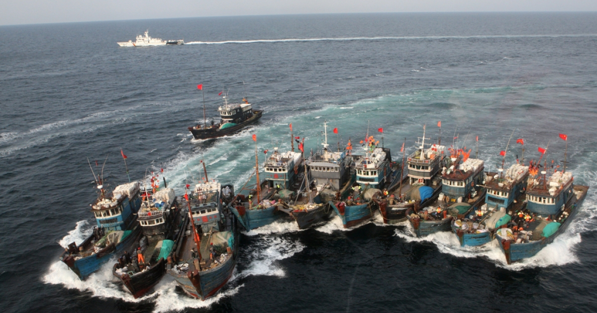 Chinese boats banded together with ropes, chased by a coastguard helicopter and rubber boats, after alleged illegal fishing in South Korean waters in the Yellow Sea. Nov. 16, 2011.</p>