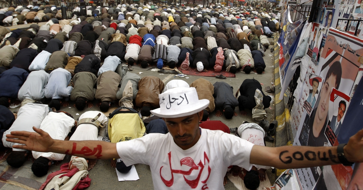 Yemeni anti-government protesters perform noon prayers during a demonstration against President Ali Abdullah Saleh, calling for an end to his 32-year rule, in the capital Sanaa on March 28, 2011 a day after the embattled leader warned of Somalia-like