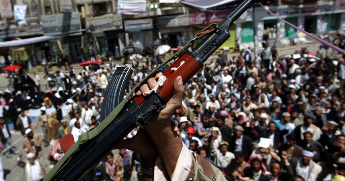 A defected Yemeni soldier holds up his weapon as he joins anti-government protesters demanding the resignation of Yemeni President Ali Abdullah Saleh, in Sanaa, on March 21, 2011.</p>