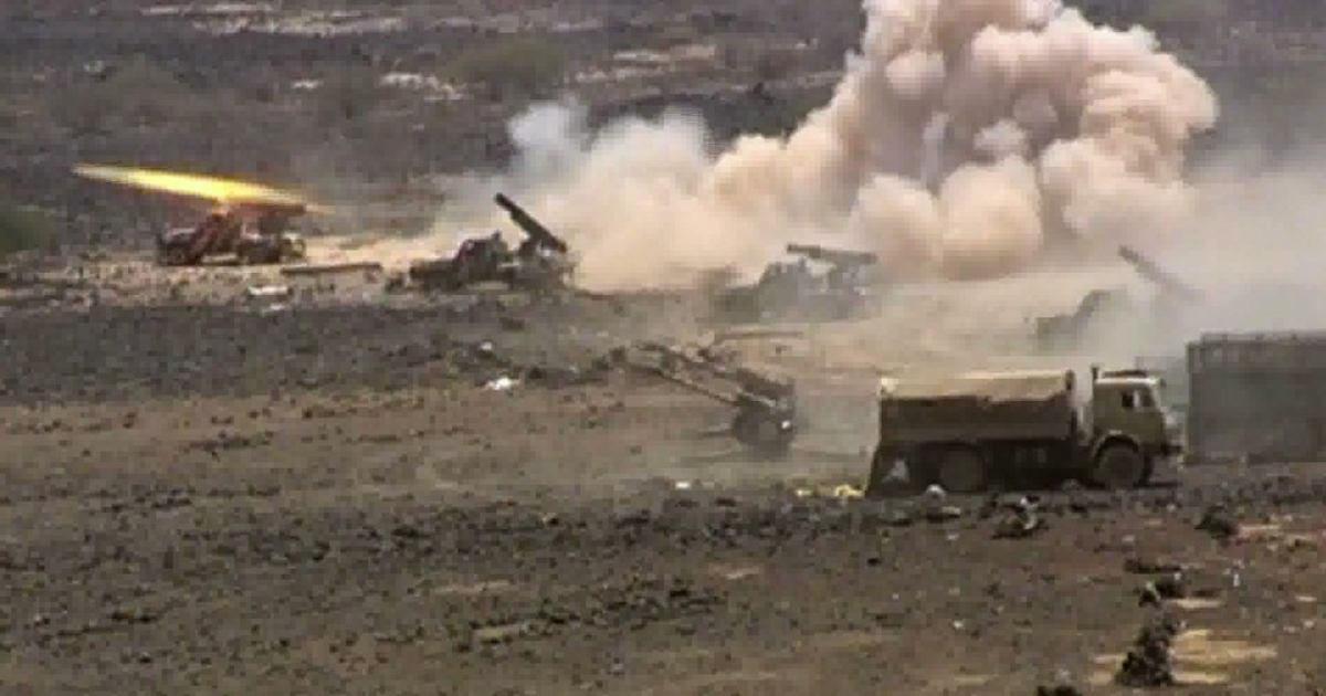 An image grab taken from AFP TV shows Yemeni army forces shelling Al-Qaeda targets in the southern Abyan province on June 12, 2012. The Yemeni army seized the Al-Qaeda strongholds of Jaar and Zinjibar, officials said, more than a year after the jihadists captured most of Abyan province.</p>