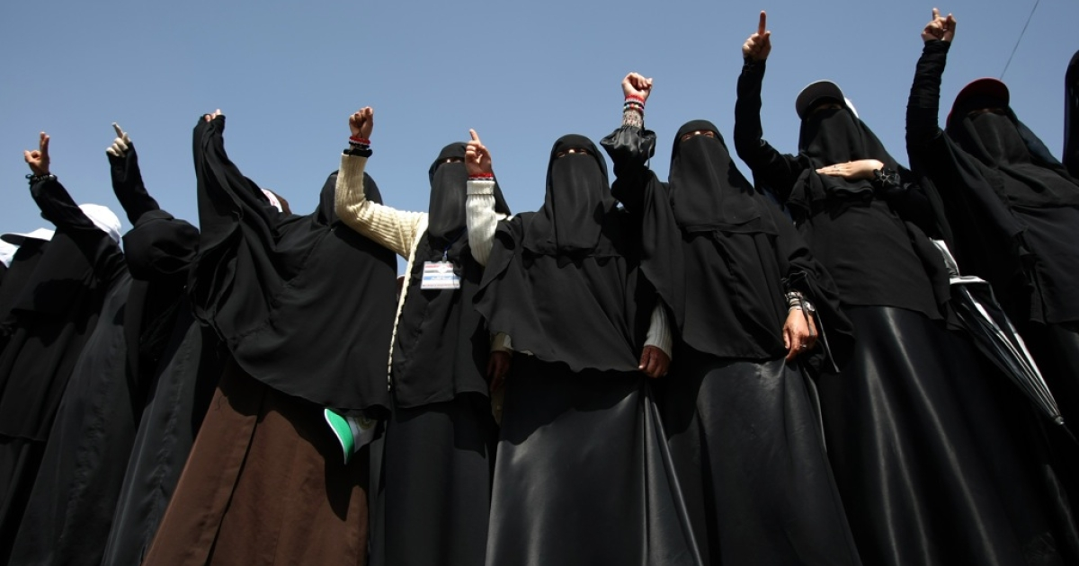 Fully-veiled anti-government protesters shout slogans demanding the prosecution of Yemen's President Ali Abdullah Saleh during a rally in Sanaa on November 10, 2011, as the UN envoy to Yemen returned to the capital to revive efforts aimed at resolving the country's political turmoil.</p>