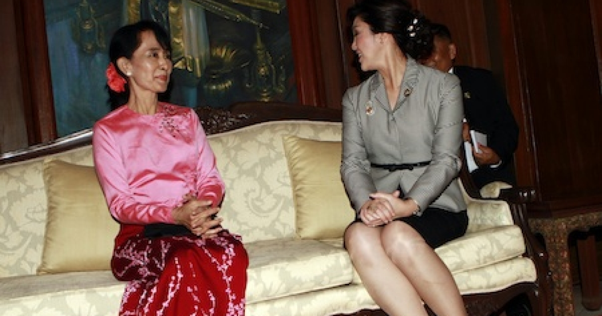 Myanmar democracy icon Aung San Suu Kyi (L) talks with Thai Prime Minister Yingluck Shinawatra at the embassy of Thailand in Yangon on December 21, 2011. Detained for most of the past two decades, Suu Kyi was released from her latest stint under house arrest a few days after a controversial election in November last year, which her opposition party boycotted.</p>