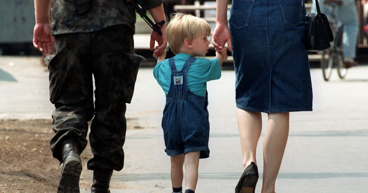 A little boy holds his parents' hands as they walk together in Ljubljana on July 6, 1991, after Slovenia declared independence from Yugoslavia and a ceasefire took effect, allowing Slovenian troops to spend time with their families.</p>