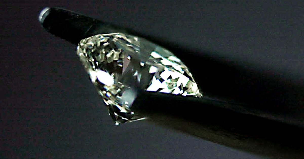 Zimbabwe's controversial diamonds are criticized by human rights groups as blood diamonds and it is argued the gemstones should not be sold on international markets.</p>