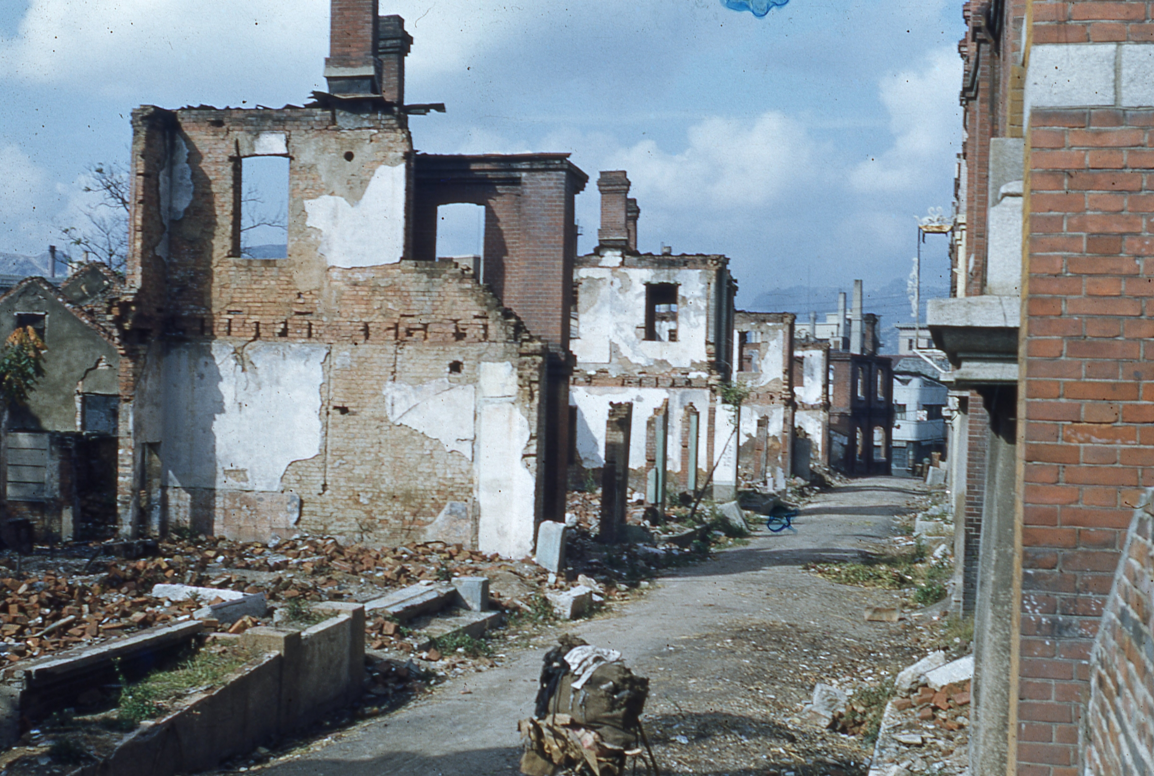 ruined homes in seoul during the korean war