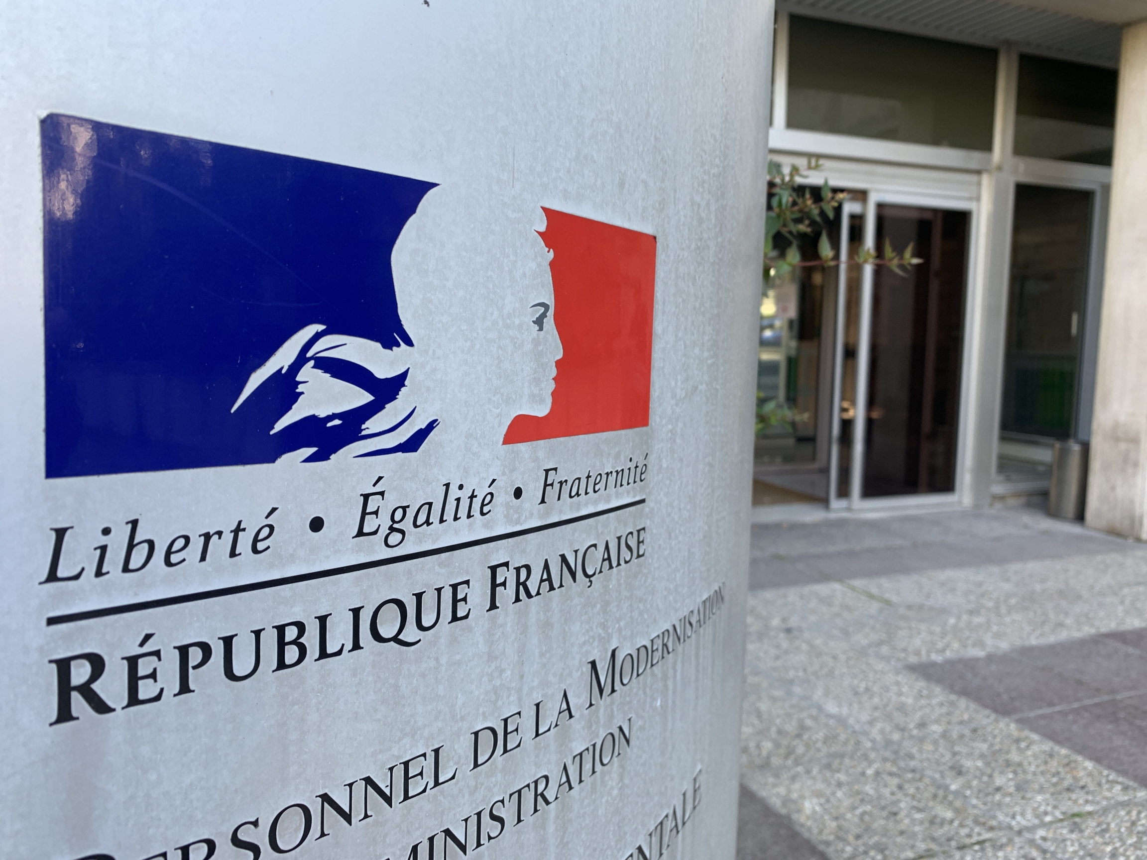 A French red, blue and white sign outside the office of Sauvegarde 93