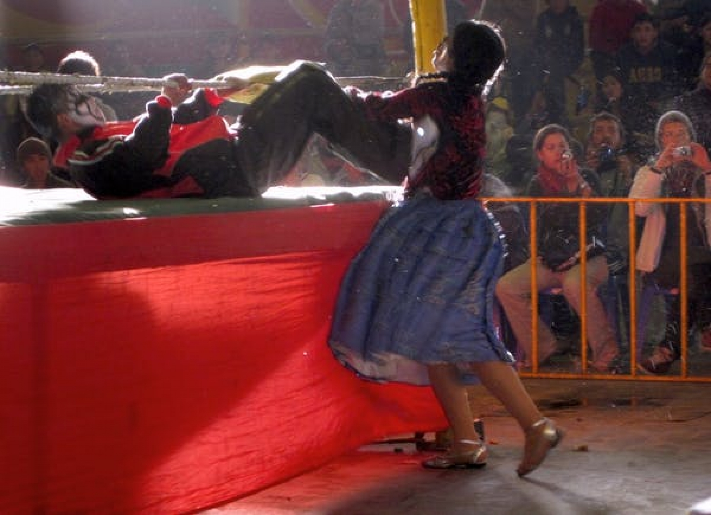 two women wrestle in bolivia