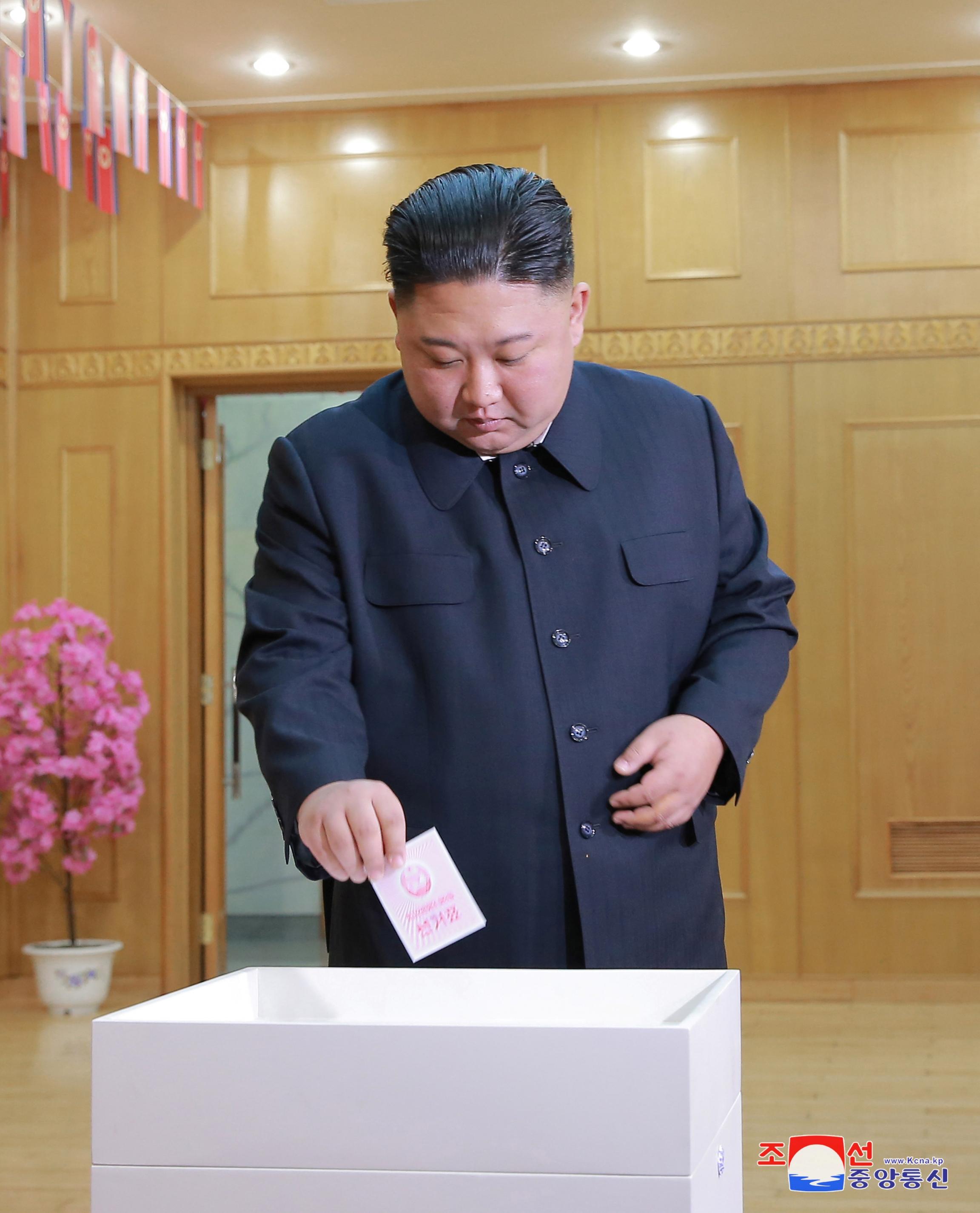 Kim Jon-un casts his ballot