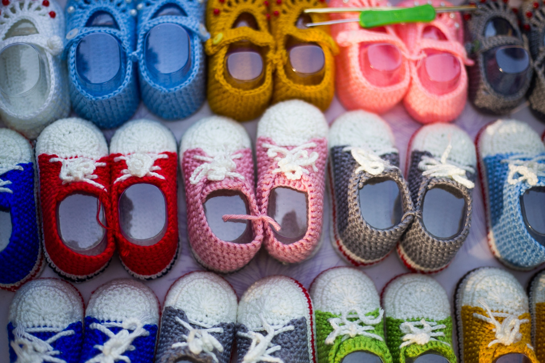 Colorful, knitted baby shoes