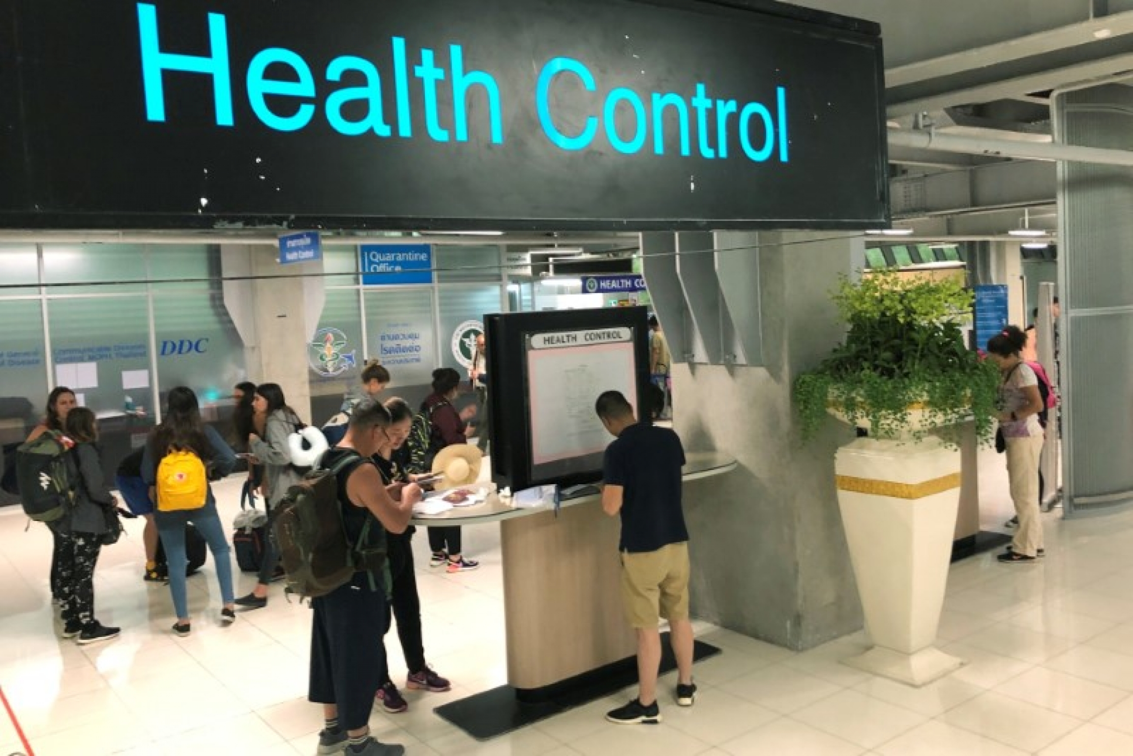Tourist line up in a health control at the arrival section at Suvarnabhumi international airport in Bangkok, Jan. 19, 2020.