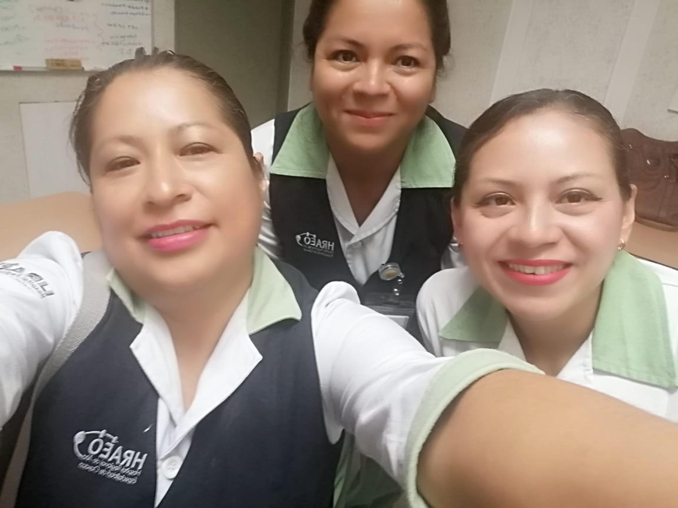 Nurses Rosalia Morales Toledo, Xochitl Ruiz Morales and Yesenia Benitez Colón snapped a selfie.