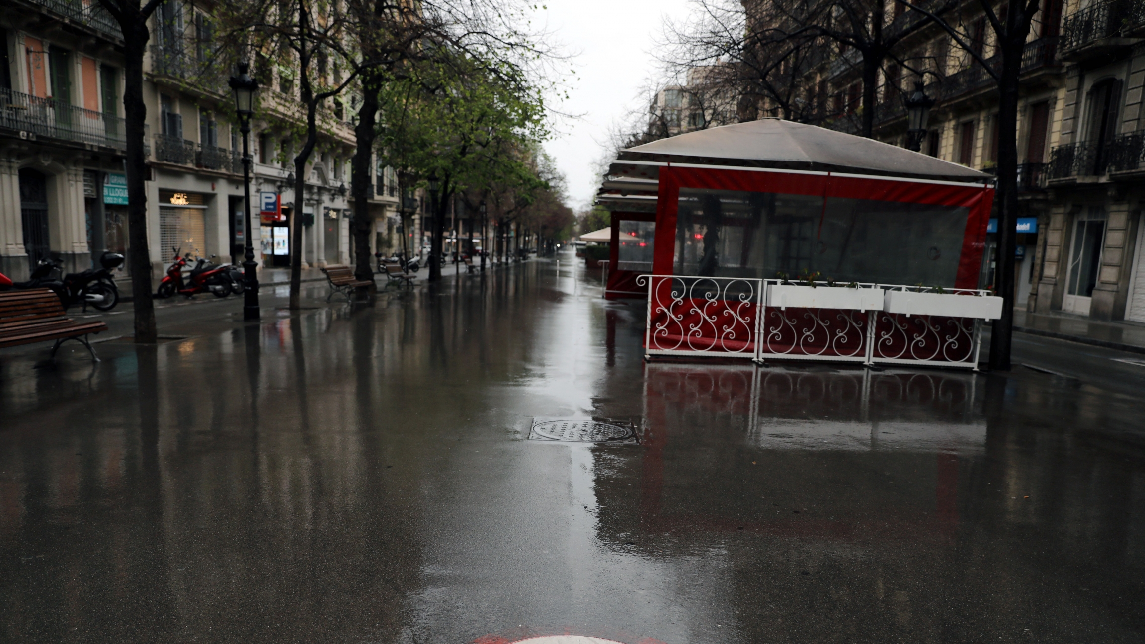 A deserted Rambla de Catalunya street is pictured during the outbreak of the coronavirus disease (COVID-19), in Barcelona, Spain, March 31, 2020.