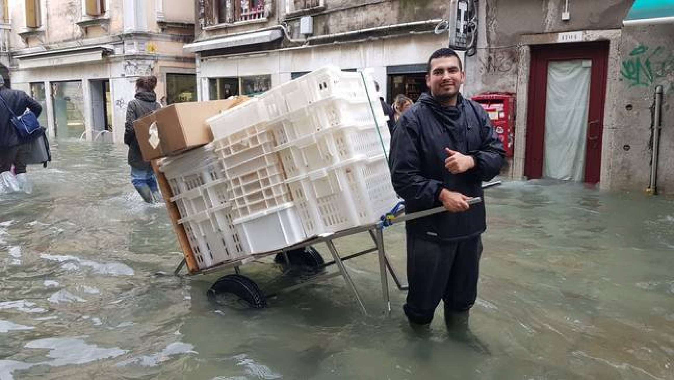 A Rizzo bakery employee delivers bread during the November 2019 floods in Venice.