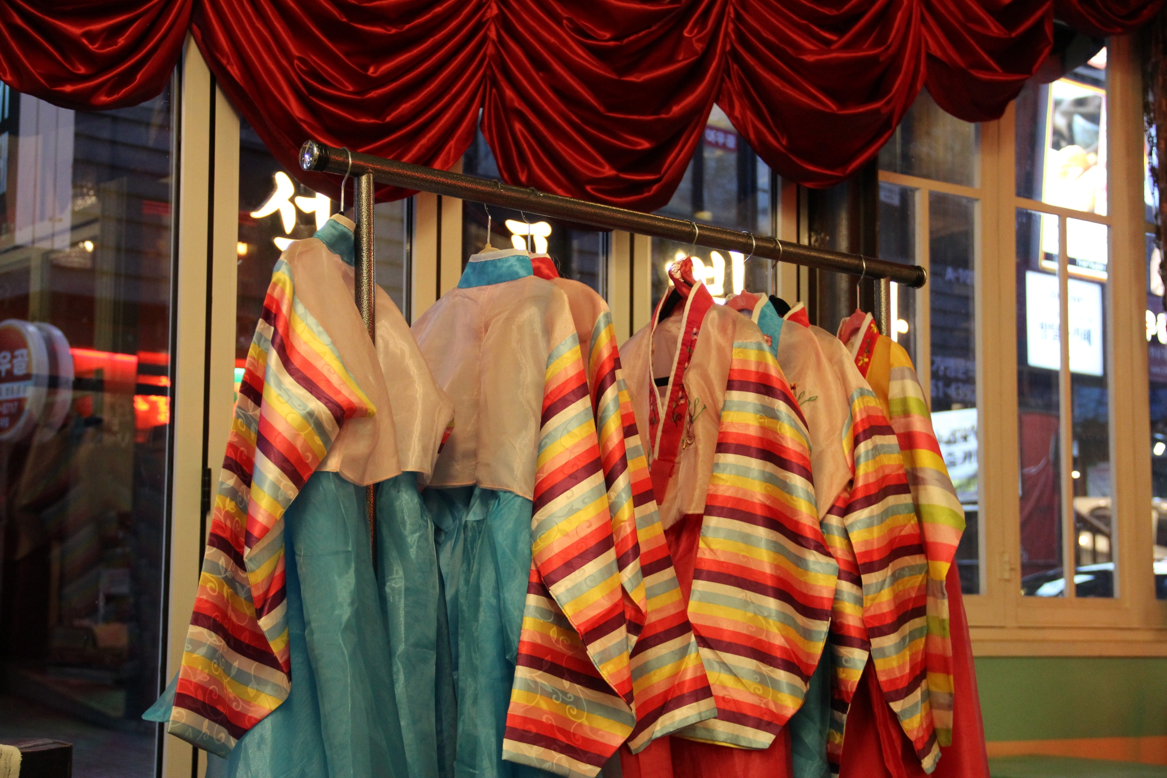North Korean style hanbok, a traditional dress, are available for patrons to try on and take pictures in.