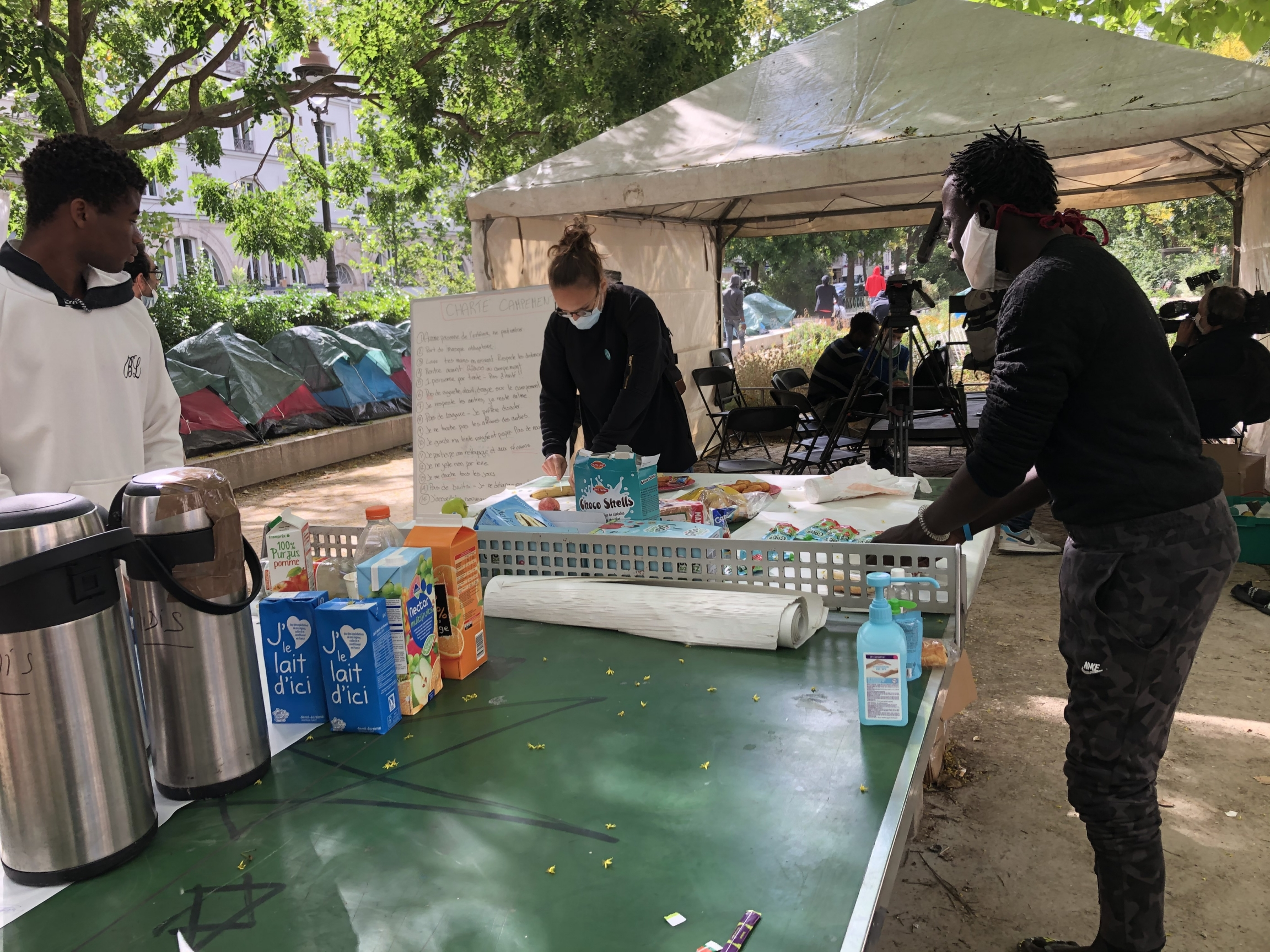 The temporary camp for 100 migrantsin Paris was set up by five nongovernmental organizations who are trying to help the boys find permanent housing. Here,breakfast was being served to the boys.