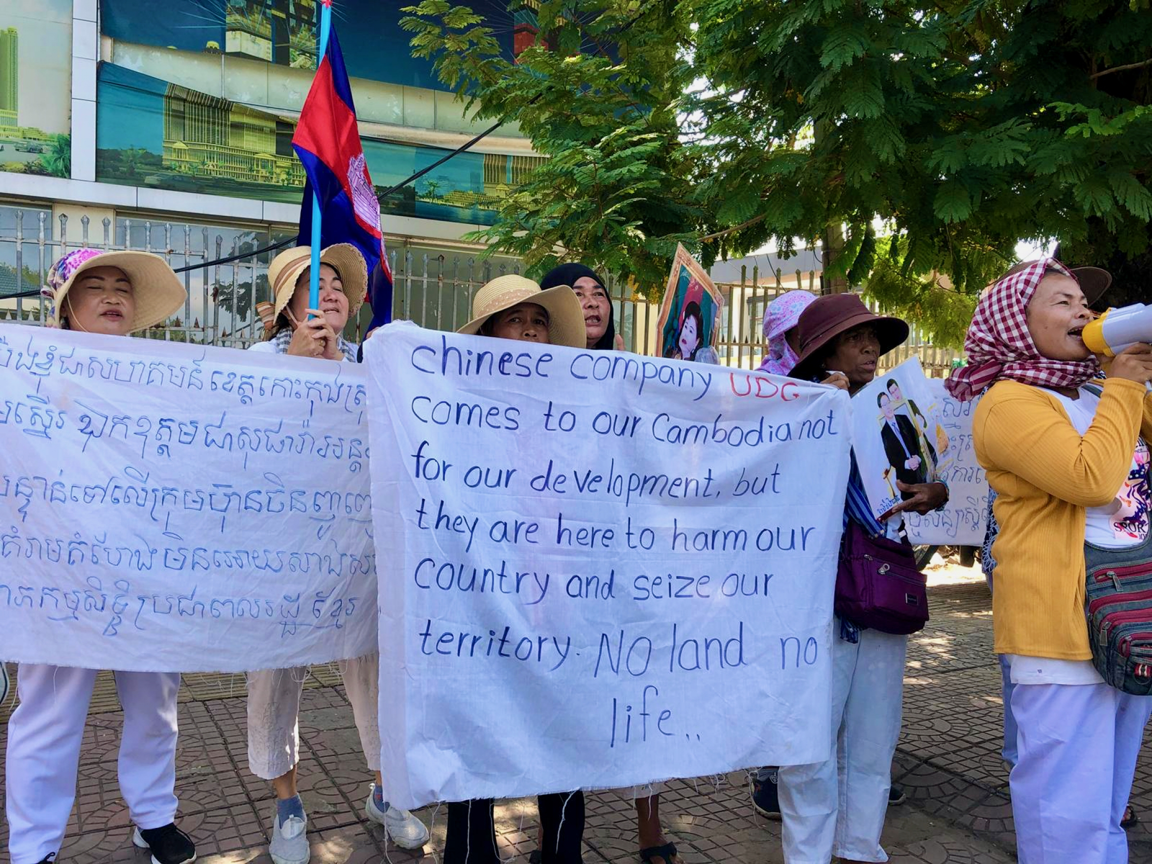 Cambodians kicked off their land in Koh Kong protest outside the Chinese embassy in Phnom Penh in August 2019.