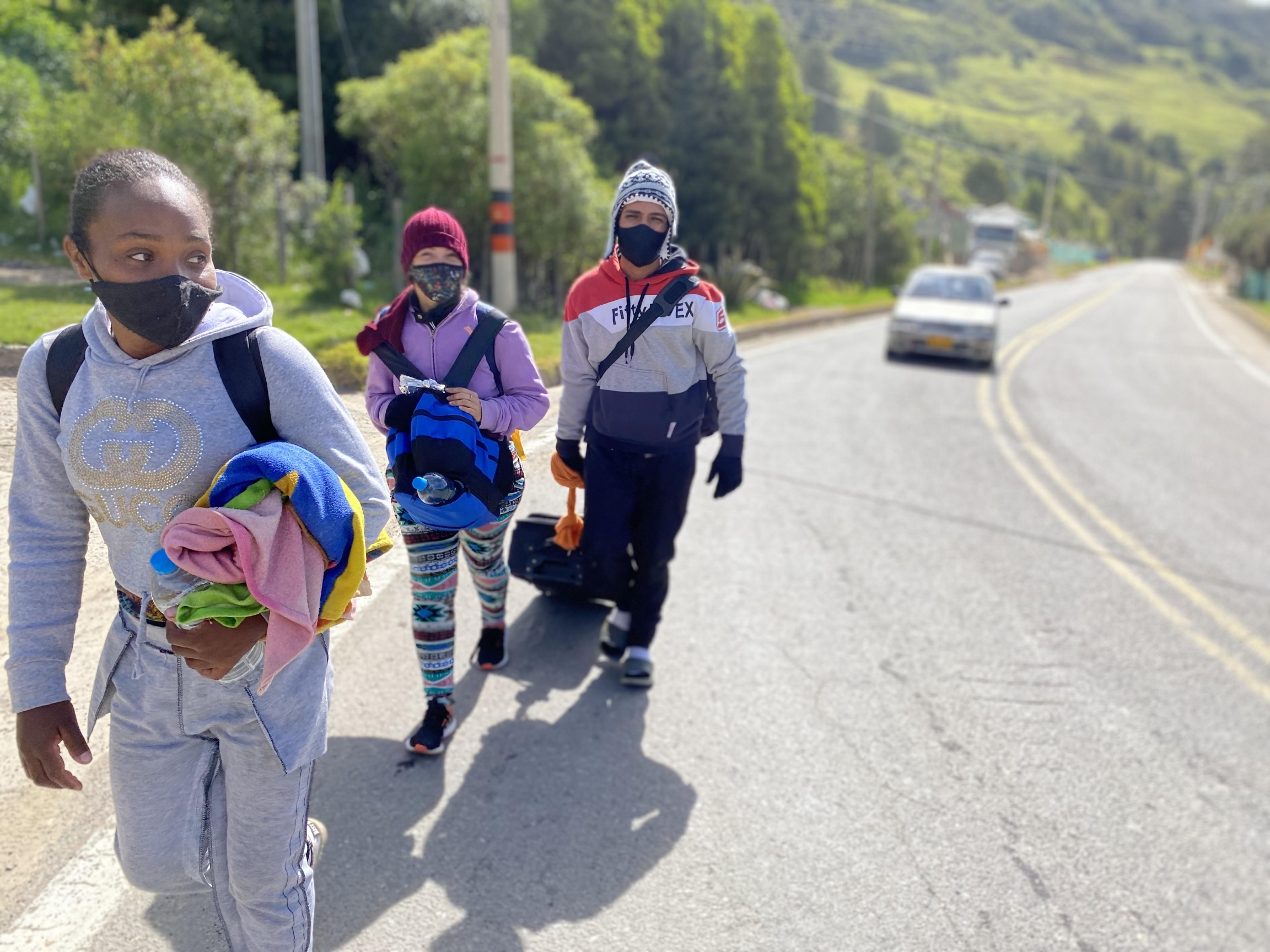 Daniel Arevalo drags his suitcase as he leaves the Colombian town of Pamplona on Oct 2. Arevalo had been on the road for two weeks and was trying to make it to Cali, Colombia, where he hoped to find construction work.