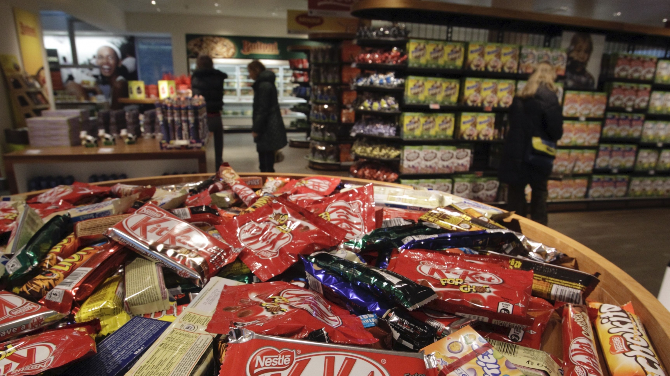 Different types of chocolate bars are seen in the company supermarket at the Nestle headquarters in Vevey, Switzerland, Feb.19, 2010. Nestle, the world's biggest food group, is aiming for higher underlying sales growth in 2010 after a robust performance