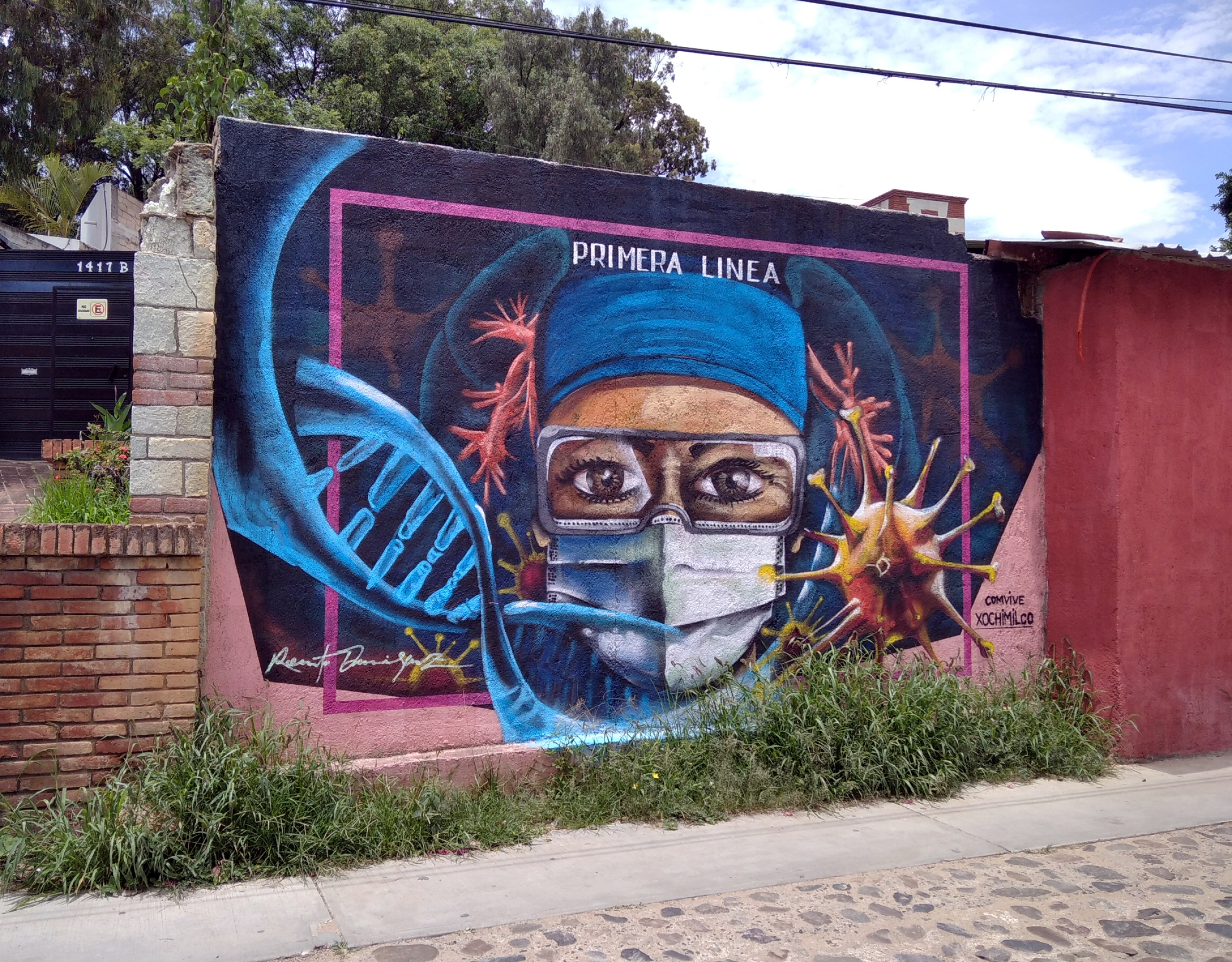 A mural near a federal IMSS hospital in Oaxaca City, Mexico, commissioned by a neighborhood organization to honor healthcare workers fighting the pandemic.