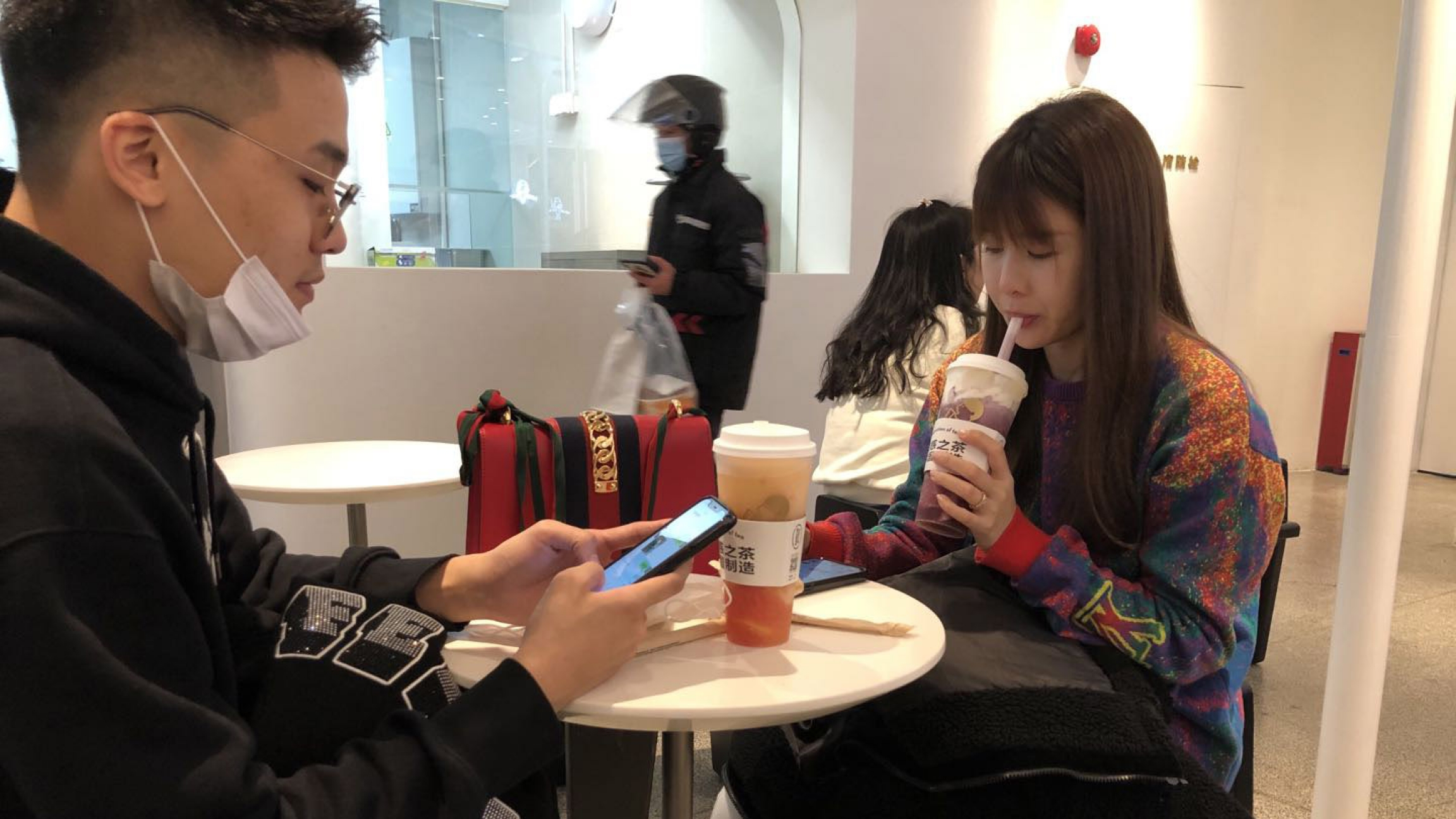 Two people enjoy bubble tea.