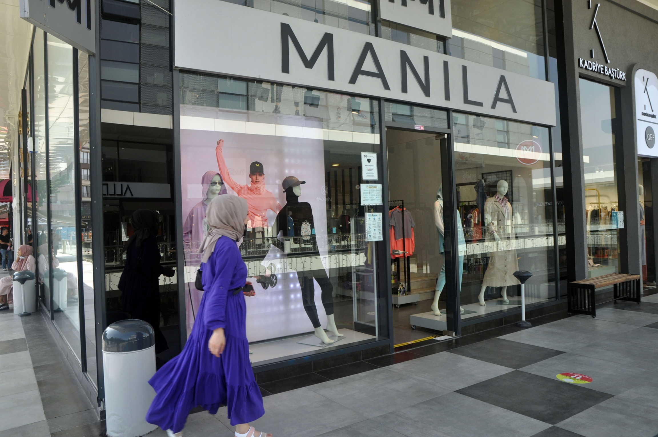 Manila is a sportswear company in Turkey that sells a swimwear hijab.