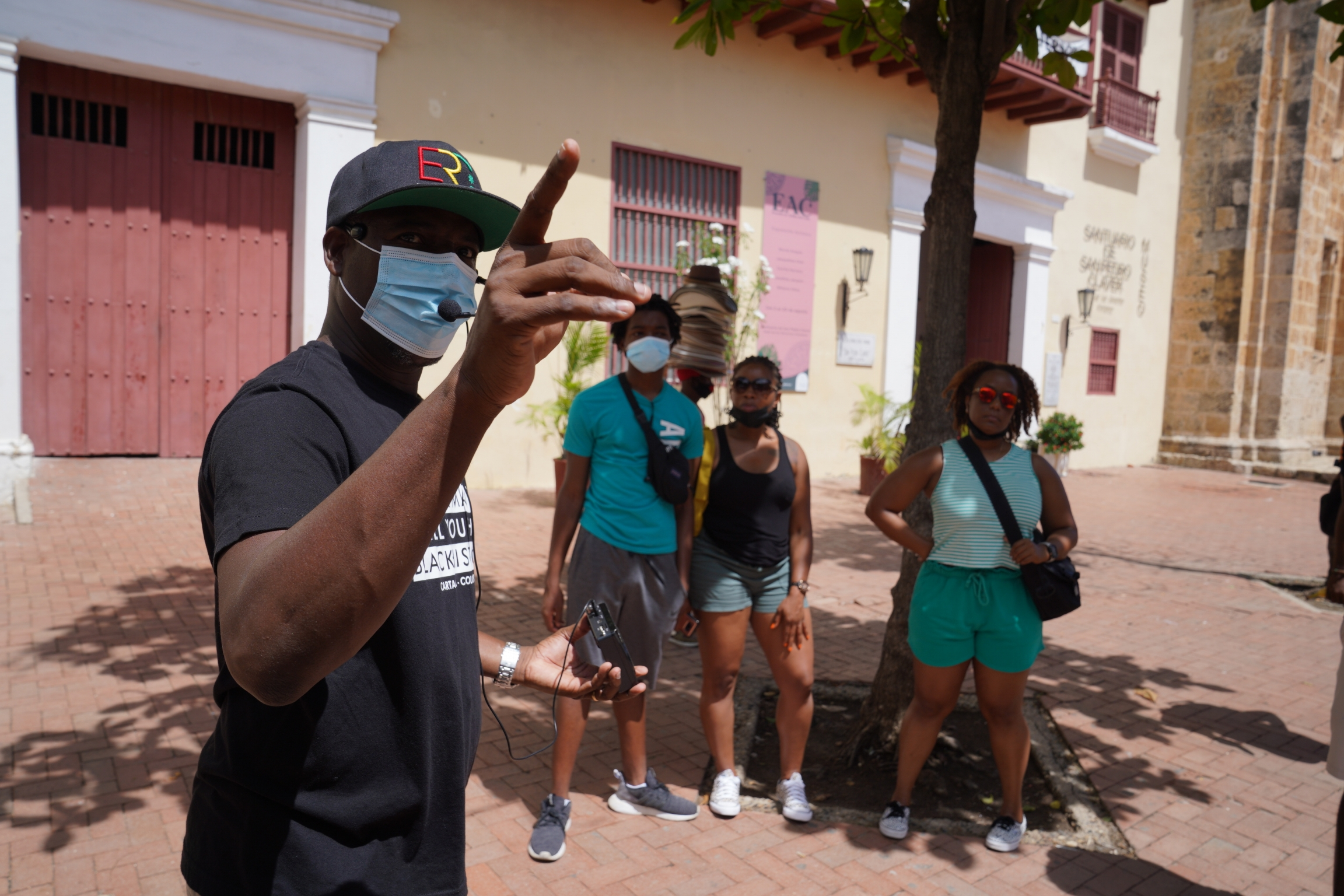 During his tours Alex Rocha speaks about chapters of the city's history that are not mentioned on the official signs placed by the city government, including the city's relation to the slave trade
