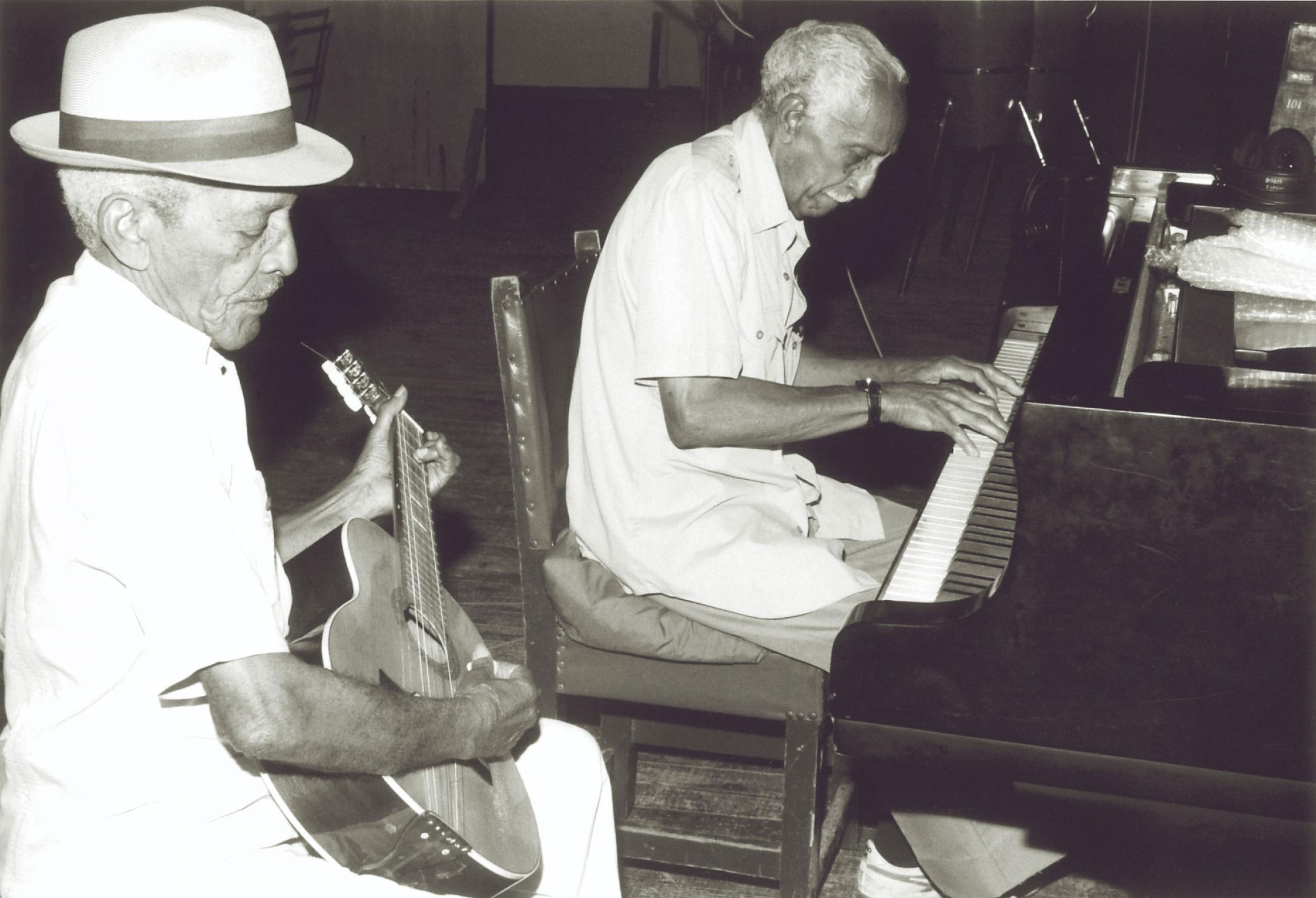 Compay Segundo and Rubén González rehearse together.